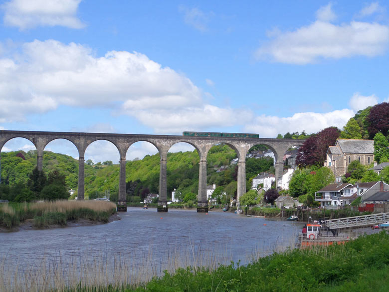 Calstock viaduct with GWR train passing over