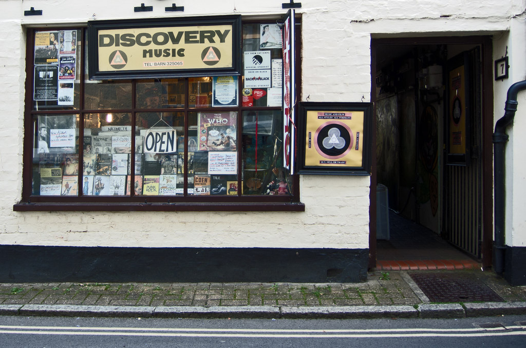 Discovery Music, Barnstaple - Photo © Roger A Smith (cc-by-sa/2.0)